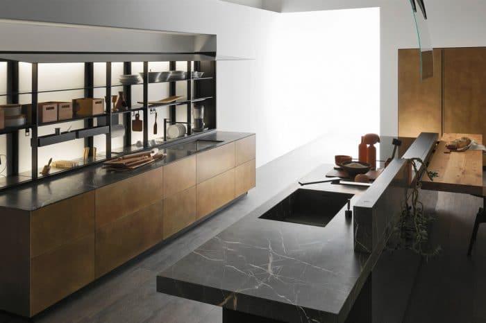 Cuisine Valcucine Artematica en laiton vieilli et plan de travail en pierre Gris Antalya | Cuisiniste Monaco | Massimo Cucine