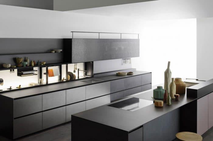 Cuisine Valcucine Riciclantica aluminium effet structuré teinte plomb | Cuisiniste Nice | Massimo Cucine